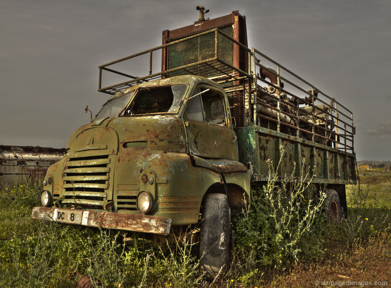 Old rusty truck | Damaged Images
